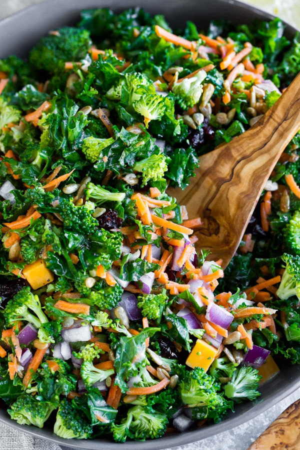kale broccoli salad with lemon dressing